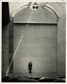 Kahn in het Kimbell Art Museum, Fort Worth TX, 1972.Beeld Robert Wharton