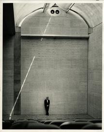 Kahn in het Kimbell Art Museum, Fort Worth TX, 1972.Beeld Robert Wharton