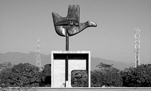 monumentderoffenenhand